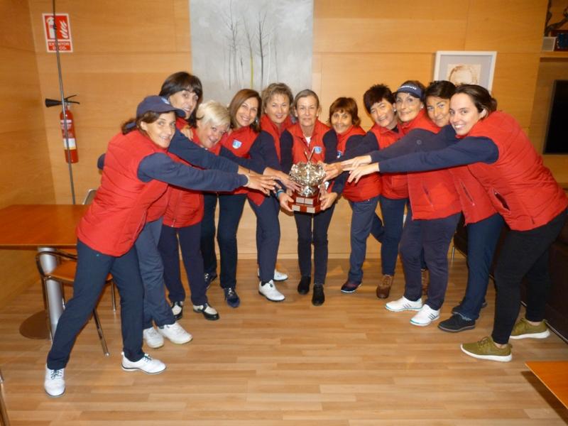 El equipo de Zuia ganador del Triangular Femenino de Álava